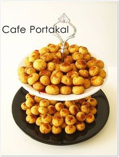 Yoğun ısrar üzerine yayınlıyorum:)   Dün sabahın erken saatlerde mutfağa yumulup hazırladım bu kurabiyeleri.O gün de arkadaşım çaya da...