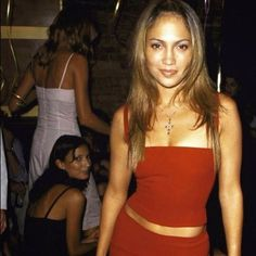 Jennifer Lopez Brings French Girl Beauty to Los Angeles - Vogue Early 2000s Fashion, 90s Fashion, Retro Fashion, Vintage Fashion, Ben Affleck, Mode Old School, Back In The 90s, Looks Vintage, Pretty People