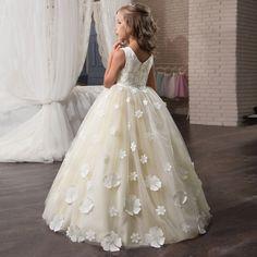 b131665e7c0415 42 populaire afbeeldingen over Bruiloft Bloem Meisjes - Long gowns ...