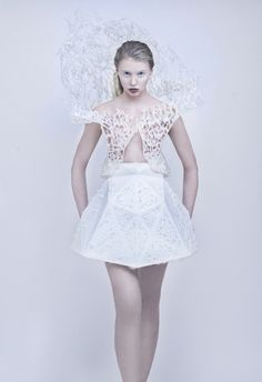 Francis Bitonti and New Skins Workshop students 3D-print flexible dress on a MakerBot.