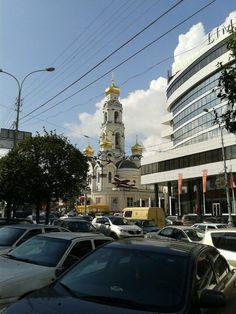 Новая церковь на углу Малышева и 8 Марта.