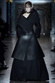 Paris Fashion Week: Gareth Pugh. Fall/Winter 2013/2014.