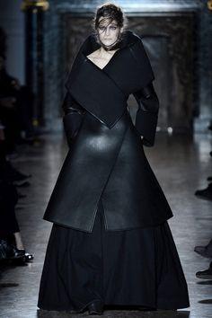 Paris Fashion Week: Gareth Pugh. Fall/Winter 2013/2014.