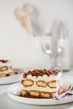 Winter Desserts, Thanksgiving Desserts, Christmas Desserts, Best Dessert Recipes, Sweet Recipes, Delicious Desserts, Chocolate Tiramisu, Chocolate Recipes, White Chocolate Sauce