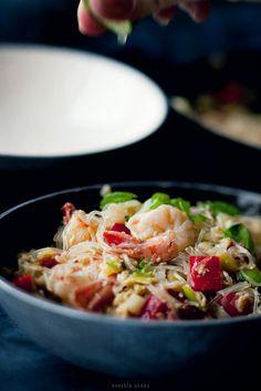Pad Thai z kapusta pekinska Thai Recipes, Yummy Recipes, Simply Recipes, Asian, What To Cook, Wok, Potato Salad, Food Photography, Menu