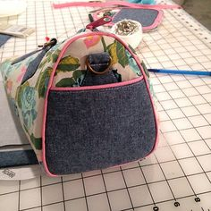 Photo Tutorial: Blanche - Swoon Sewing Patterns Bag Pattern Free, Barrel Bag, Photo Tutorial, Purses And Bags, Sewing Patterns, Pouch, Handbags, Tote Bag, Bag Tutorials