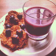 Blueberry banana pancakes & acai smoothie