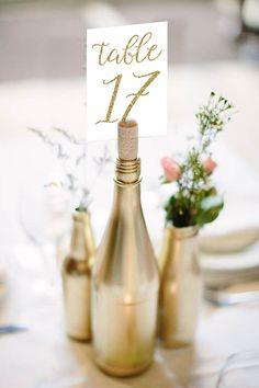 Envie d'un centre de table original pour décorer vos tables de mariage ? Voici 50 idées originales pour les futurs mariés en mal d'inspiration...