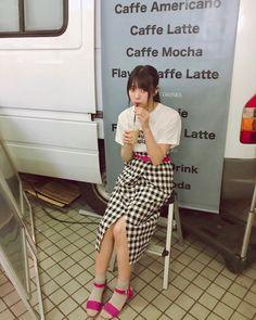 織田 奈那 公式ブログ | 欅坂46公式サイト Tsubasa Honda, Mochi, Poses, Shirt Dress, Cool Stuff, Portrait, Luxury, Stylish, Womens Fashion