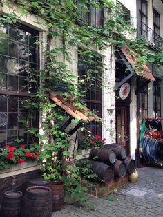 A crockery in Antwerp. Beautiful! 2013 #Trinamansfield