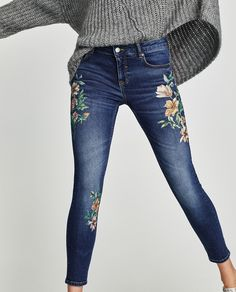 Luxury & Vintage Madrid offers you the best selection of contemporary and vintage clothing in the world. Flower Embroidered Jeans, Embellished Jeans, Floral Embroidery, Jeans With Embroidery, Diy Jeans, Painted Jeans, Painted Clothes, Flower Jeans, Jeans For Sale