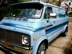 Dodge Ram Van, Old School Vans, Vanz, Cool Vans, Weird Cars, Ram Trucks, Custom Vans, Car Painting, Buses