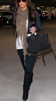 Love everything! Dark hair, dark skinny jeans, long top, long scarf, big purse, tall boots <3