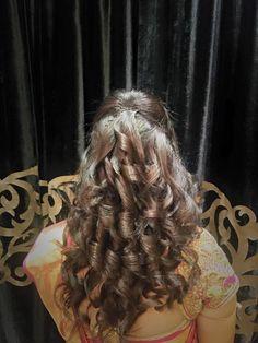 Indian bride's bridal reception hairstyle by Vejetha for Swank Studio. #Saree #Blouse #Design #HairAccessory #curls Tamil bride. Telugu bride. Kannada bride. Hindu bride. Malayalee bride. Find us at https://www.facebook.com/SwankStudioBangalore