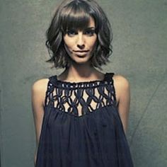 Cute wavy bob with bangs. Adrianna! 90210 obsessed                                                                                                                                                                                 Más