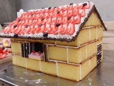 A Strawberry Shortcake house? Food Cakes, Cupcake Cakes, Creative Cakes, Creative Food, Creative Ideas, Strawberry Shortcake House, Beautiful Cakes, Amazing Cakes, Easy Christmas Treats