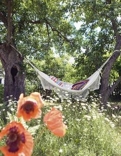 Backyard Hammock Ideas -There is nothing like guiding on an outdoor hammock on a careless day, something everyone must have in their yard to appreciate the summer season. Casa Hygge, Garden Hammock, Outdoor Hammock, Exterior, My Secret Garden, Dream Garden, Belle Photo, Country Life, Garden Inspiration