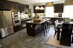 Espresso Kitchen Cabinets With Dark Wood Floors - Kitchen Design Dark Wood Kitchen Cabinets, Dark Brown Cabinets, Dark Wood Kitchens, Black Kitchens, Kitchen Countertops, Home Kitchens, Espresso Cabinets, Shaker Cabinets, Kitchen Island