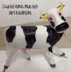 VACA LOLA DE CANCIONES DE LA GRANJA EN PORCELANA FRIA Farm Party, Clay Figures, Air Dry Clay, Photo Displays, Piggy Bank, Goats, My Design, Cow, Handmade