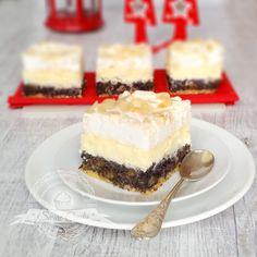 Świąteczny Trójsmak - to puszyste, przepyszne ciasto łączące w sobie to co najlepsze na święta - domowej roboty masę makową, lekką warst... Food Cakes, Cake Recipes, Cheesecake, Cooking, Polish Language, Bakken, Presents, Cakes, Kitchen