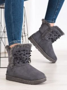Snehule s korálkami Ugg Boots, Uggs, Shoes, Fashion, Moda, Zapatos, Shoes Outlet, Fashion Styles, Shoe