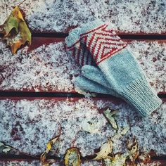 Ravelry: The Great Up North Mittens pattern by Andrea Mowry