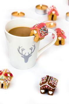 73 DIY Small Christmas Gingerbread House Cookies for Kids Gingerbread Dough, Christmas Gingerbread House, Gingerbread Houses, Best Holiday Cookies, Christmas Cookies, Cake & Co, Cookies For Kids, Biscuit Cookies, Happy Foods
