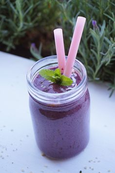 Heidelbeer-Proteinshake mit veganem Proteinpulver