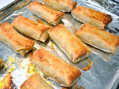 These homemade vegetable egg rolls are stuffed full of cabbage, mushrooms, carrots, and more. Egg Rolls Baked, Vegetable Egg Rolls, Baked Eggs, Chinese Egg Rolls, Vegetarian Recepies, Healthy Recipes, Asian Stir Fry, Egg Roll Recipes, Baked Vegetables