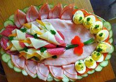 Красивые идеи оформления праздничных нарезок для новогоднего стола.