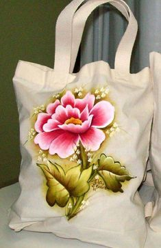 34 Ecobags Models with Custom Painting on Fabric Tole Painting, Fabric Painting, Diy Painting, Free Machine Embroidery Designs, Embroidery Patterns, Painted Bags, Hand Painted, Fabric Paint Designs, Art Drawings For Kids