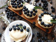 Áfonyás-fehércsokis tortácskák- sütés nélkül