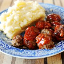 The best meatballs you will ever eat, from the Pioneer Woman. Her recipes are the best! Pioneer Woman Meatballs, Bbq Meatballs, Freeze Meatballs, Italian Meatballs, Pioneer Woman Recipes, Pioneer Women, Albondigas, Beef Dishes, Ground Beef Recipes
