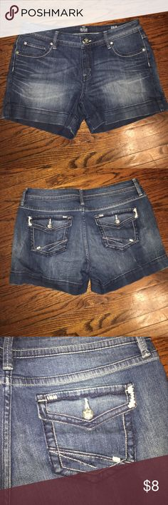 """Women's jean shorts Barely worn! No signs of wear and tear. Has about a 2 1/2"""" inseam. Medium wash. a.n.a Shorts Jean Shorts"""
