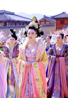 Hanfu:traditional Chinese costume. Zhang Xinyu in 'Empress of China'.