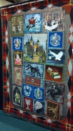 Harry Potter inspired quilt, want this so bad Baby Harry Potter, Harry Potter Stoff, Harry Potter Fabric, Harry Potter Quilt, Harry Potter Nursery, Harry Potter World, Hogwarts, Boro, Quilting Projects