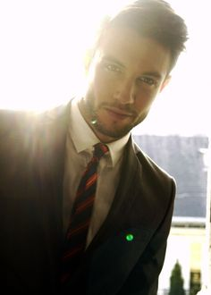A man who looks just as sexy in a suit ......as he does in his birthday suit :p