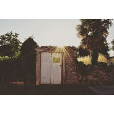 WHEN THE SUN COMES DOWN.  Verlassener Ort in Kroatien, Istrien.