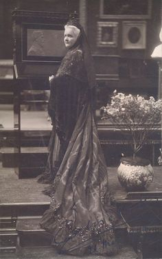 Princess Elisabeth of Wied, Queen of Romania Queen Elisabeth of Romania was the wife of Romania's first king, Carol I. Romanian Royal Family, Elisabeth I, Royal Families Of Europe, Old Mansions, Queen Mary, Vintage Photographs, Historical Photos, Old World, Portrait Photography