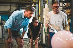 Kampaň Žiješ srdcem doprovodí i výstava osmnácti děl předních českých a slovenských designérů, malířů a umělců. Na výstavě, která je hlavním charitativním projektem letošního Designbloku, se se svým dílem představí také Studio DECHEM. Bylo založeno v roce 2012 Michaelou Tomiškovou a Jakubem Janďourkem a věnuje zvláštní pozornost sklu, tradičním českým řemeslným technikám a překvapivé souvislosti jejích různých forem. #zijessrdcem