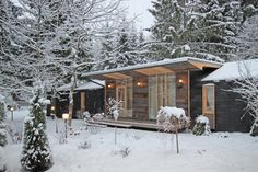 A budget-friendly prefab home for life in the country (From Sarah Tolle - Homify. - Prefab Homes Prefab Homes Canada, Cheap Prefab Homes, Small Prefab Homes, Small Modular Homes, Affordable Prefab Homes, Prefab Modular Homes, Prefabricated Houses, Modular Cabins, Prefab Cottages