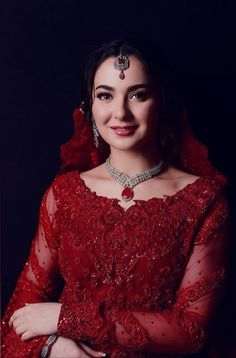 Pakistani Girls Pic, Simple Pakistani Dresses, Pakistani Bridal Dresses, Pakistani Dress Design, Pakistani Outfits, Latest Bridal Dresses, Velvet Dress Designs, Prince Héritier, Bridal Lehenga Collection