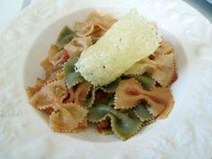 Faire des #tuiles au #parmesan : une recette facile  Délicates et croustillantes, les tuiles de parmesan apportent une touche de raffinement...