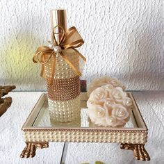 Tray for. Bottle Art, Bottle Crafts, Diy Arts And Crafts, Diy Crafts, Makeup Furniture, Pearl Crafts, Gift Wraping, Decoupage Vintage, Box Frames