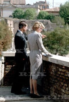 April Prince Charles & Princess Diana visit traditional tourist spots in Rome - the Forum and the Pantheon - and in the evening attend a banquet at the exclusive Hunting Club. Royal Prince, Prince And Princess, Princess Of Wales, Princess Diana And Charles, Princess Charlotte, Rose Queen, Prince Phillip, Diane, Lady Diana Spencer