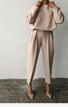 Fine Outfit Ideas Spring You Should Already Own outfit ideas spring, Mode femme Nude Outfits, Classy Outfits, Chic Outfits, Fall Outfits, Fashion Outfits, Womens Fashion, Paris Outfits, Sneakers Fashion, Edgy Work Outfits