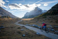 Riding towards the #sun. : @sonyalpha 99 & @tamronusa SP 24-70 2.8 Di USD. #enduromtb #enduro #dolomiti #girlswhoride #mtb #cycling #mountainbike #biking #fanes #getoutside #beactive #shotonsandisk #sandiskstories #sonypro #sonyalpha #sonyimages #südtirol #dolomites #altabadia #evoc