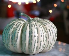 Easy Glitter Decorated White Pumpkins for Thanksgiving Party Decoration