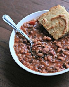 New Year's Day Black-Eyed Peas too late in the day. Some think that eating black eyed peas on New Year's Day will bring prosperity in the new year. Slow Cooker Recipes, Crockpot Recipes, Cooking Recipes, Cajun Recipes, Yummy Recipes, Pea Recipes, Vegetable Recipes, Veggie Meals, Healthy Meals