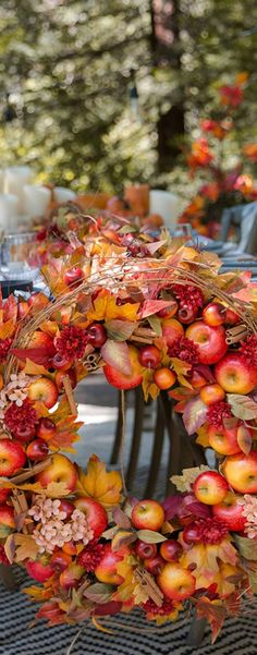 Fall Home Decor: Design tips and autumn decorating ideas. Find information and tons of fall decor curated by interior designer Tracy Svendsen. Fall Home Decor, Autumn Home, Autumn Fall, Autumn Decorating, Decorating Ideas, Craft Ideas, Dry Leaf, Al Fresco Dining, Thanksgiving Table